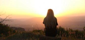 Eenzaamheid bij te weinig sociale contacten of eenzaamheid bij veel sociale contacten